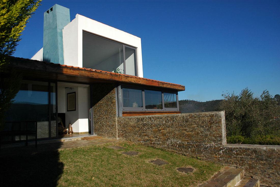 Casa na barragem de Castelo de Bode